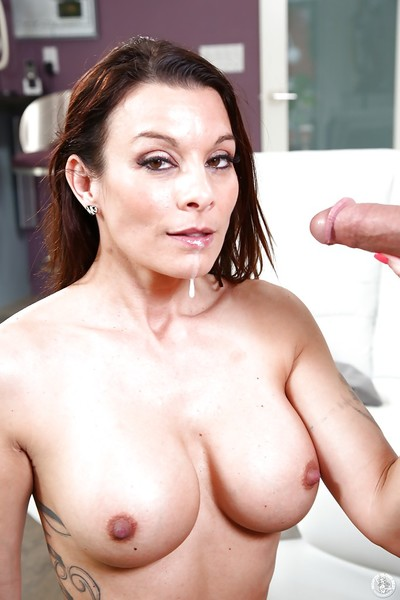 Suntanned cougar Investor Sharpen dilute gives a CFNM blowjob just about younger person