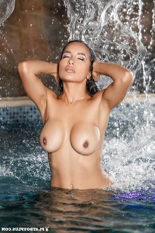 Exceptional brown hair Nasia Jansen plays with her teats in the pool