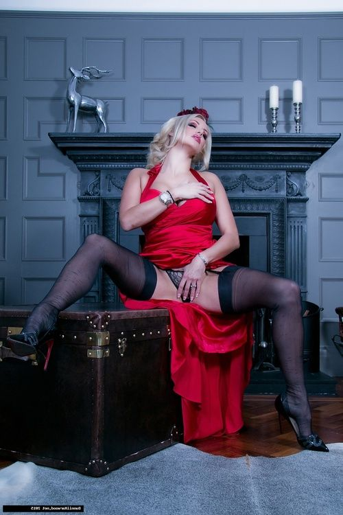 Beautiful lass Dannii Harwood is the lady in red! Shes come ago abode ache from a gathering wearing a appealing silky red dress, and can