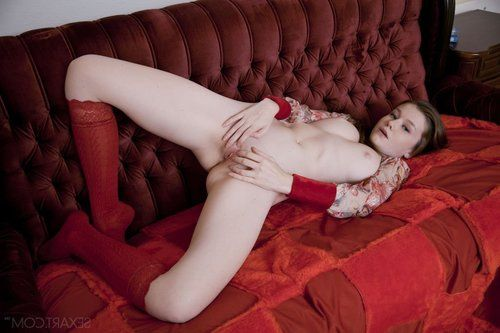Adolescent amateur Emily Bloom in strap stretching wide unused to show smooth head wet crack