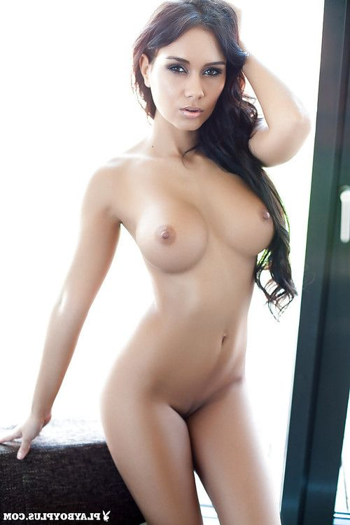 Tasteful dark hair centerfold Vivien uncovers her remarkable ache body