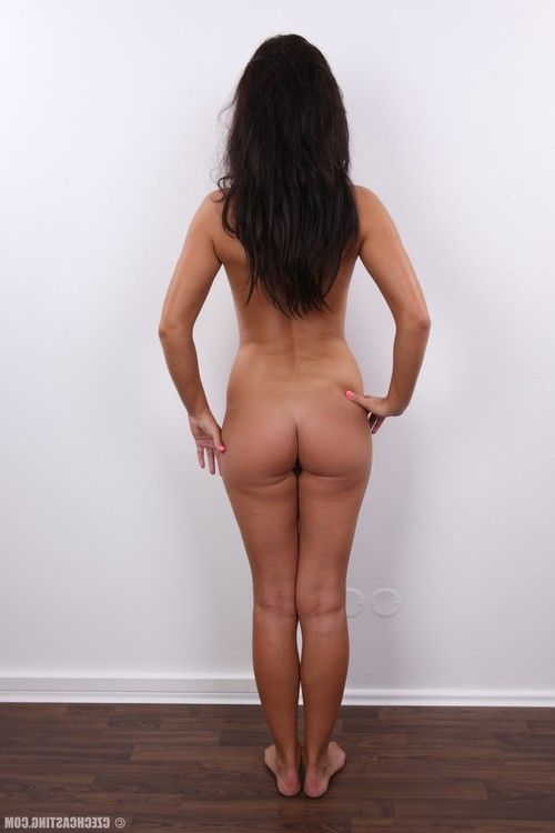 Appealing brunette hair milf in casting session