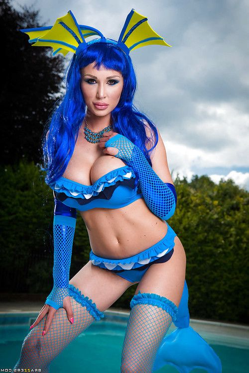 Pornstar Alexa Tomas loosing heavy milk shakes from cosplay outfit by swimming pool