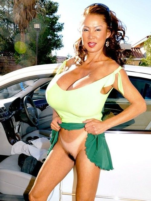 Japanese boob babe minka stroking in car
