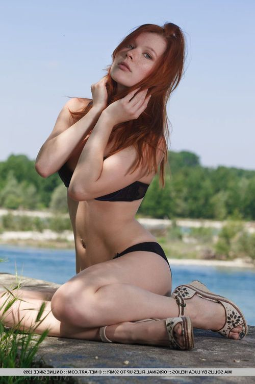 Glamorous ginger courtesan Mia Sollis undresses down totally at the beach