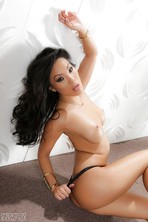 Oriental cutie Asa Akira removes clothing and underclothes to stripped MILF pornstar whoppers