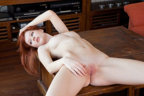 Undersize ginger lassie Mia Sollis spreads her oozing soggy love-cage