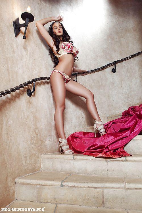 Curly-haired dark hair Jaclyn Swedberg demonstrates her body!