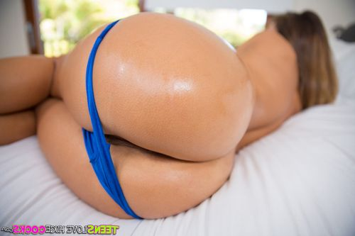 Teen babe Eva Lovia removing dress and panties for big booty oiling