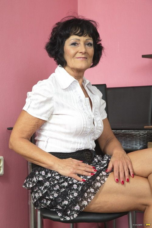 Horny mature woman getting frisky