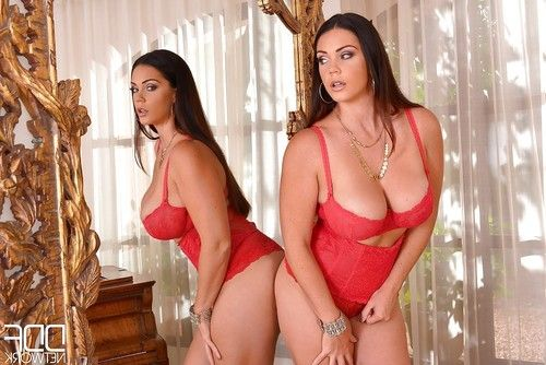 Chunky Latina solo girl Alyson Tyler unleashing big tits for nipple play