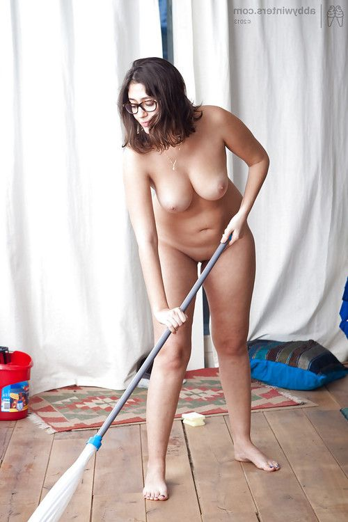 Chubby natural brunette Ariel D getting oiled up and posing naked