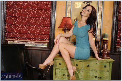 Voluptuous MILF on high heels Jayden Jaymes gets rid of her clothes