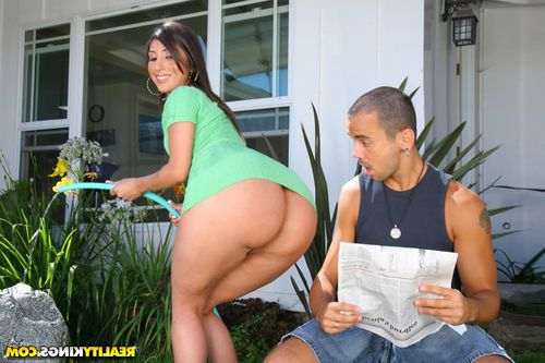 Big ass latin MILF Alexis Breeze fucked and got cum on her huge butt