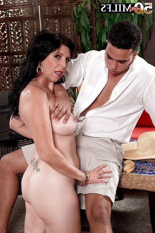 Mature brunette mom Raven Flight exposing big boobs before taking anal sex