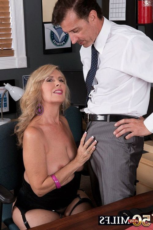 Buyer sex service of big-busted mature comprehensive