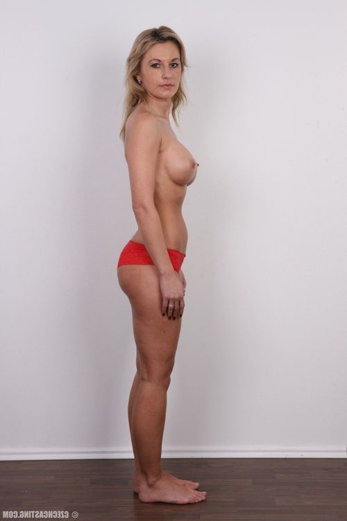 Titsy milf positions for photo camera