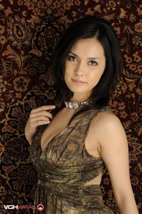Maria Ozawa captivating and posing.