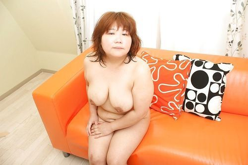 Fatty asian wench Kumiko Kaga exposing her soaking hairy cunt