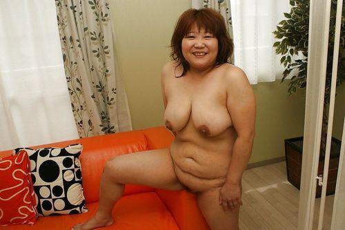 Fatty asian wench Kumiko Kaga exposing her soaking hairy cunt