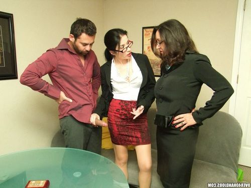 Persia Minor and Tatiana Petrova catch John jerking his rod. The twofold lewd housewives are so turned on, they settle on to lend a hand him jerk off. They begin tweaking their pussies simultaneously as Johnny finishes he
