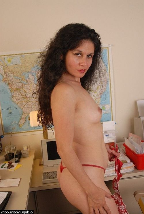 Moist full-grown Carmen shows off her charming without clothes shape and puss