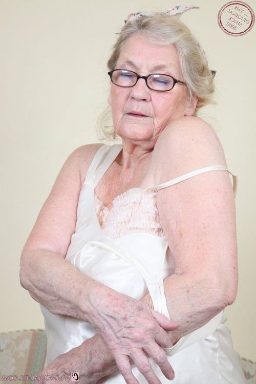Grannies with wrinkled bodies and their wavy snatches