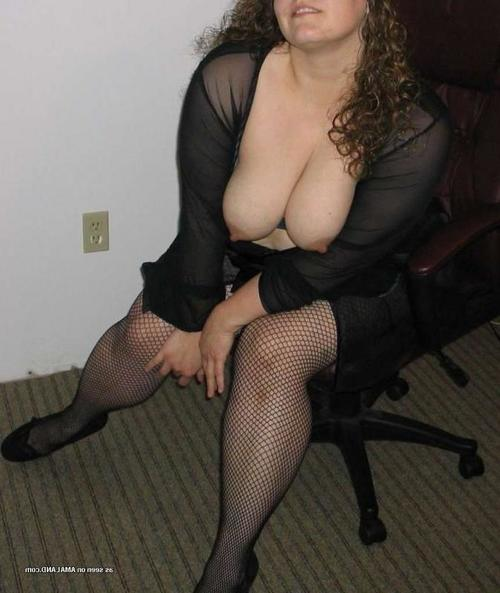 BBW posing for paramour with her enormous front bumpers out