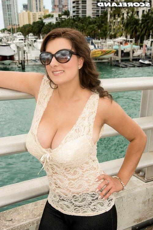 Pornstar valory irenes florida vacation in sexy bikini