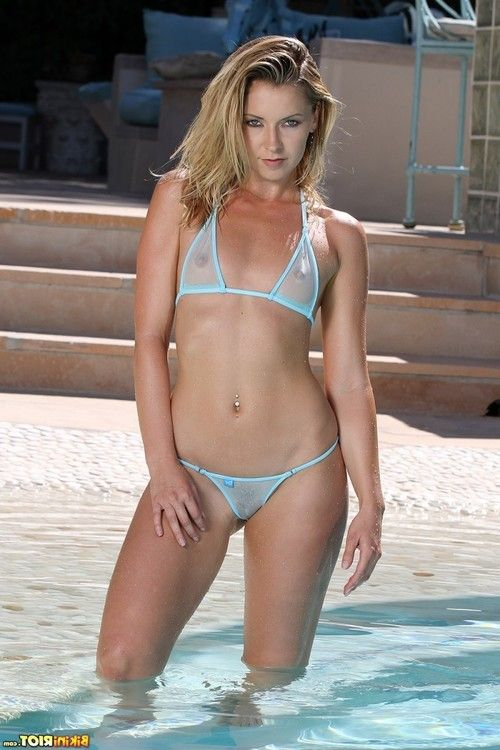 Sweet wet bikini babe in the pool