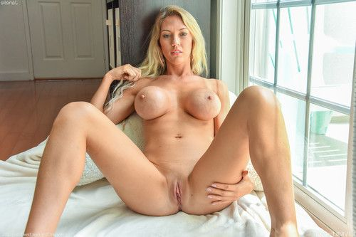 Sexy big tit blonde babe shows her juicy shaved pussy