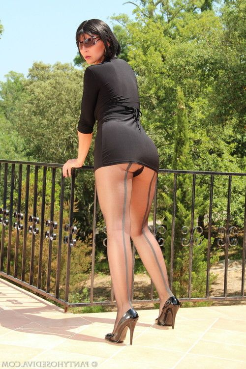 Sexy pantyhose diva dressed in a sexy black outfit