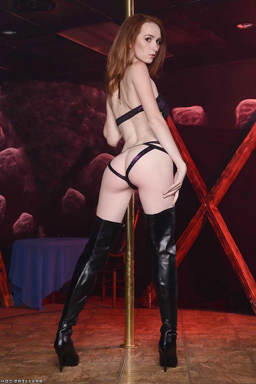 Dee Dee Lynn is doing an fantastic striptease dance in lingerie