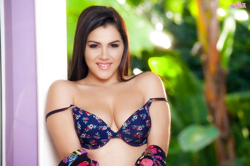 Hot girl next door Valentina Nappi parting labia lips for clit viewing
