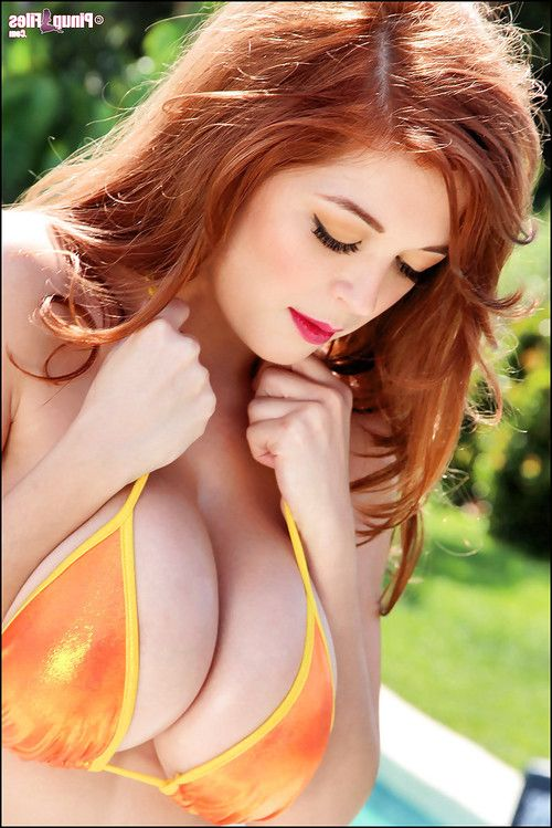 Close up posing from an astounding pornstar in a bikini Tessa Fowler