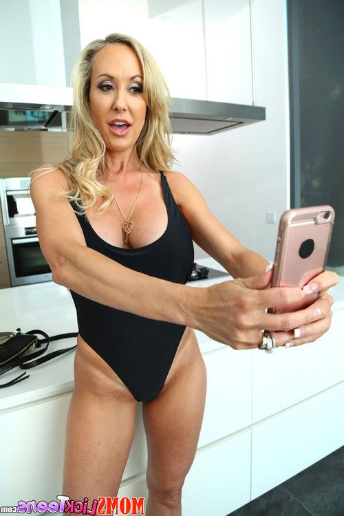 Brandi love and cali sparks taking selfies and licking pussies