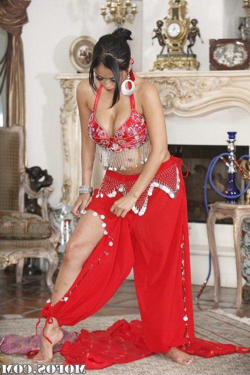 Voluptuous Indian MILF Priya Anjeli Rai gets rid of her ethnical outfit