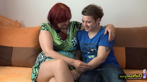 These lesbians wanted to show their bodies and their tattooes to
