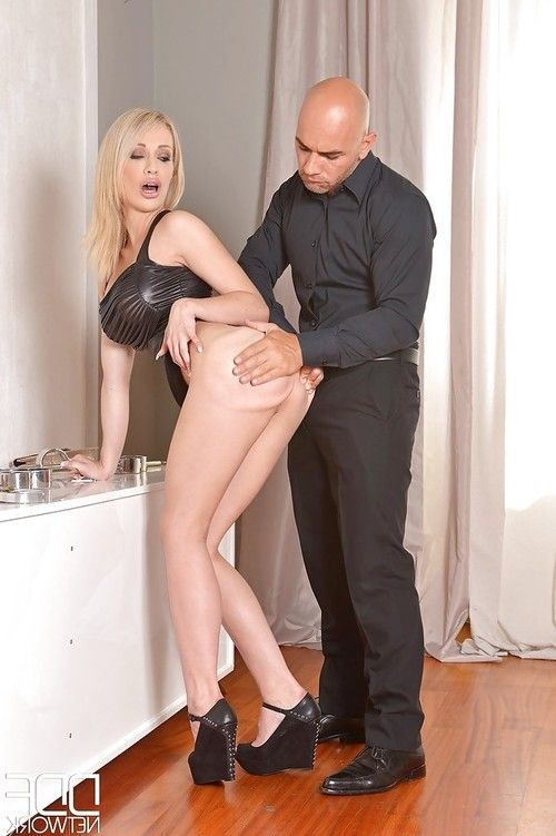 Blonde milf Chessie Kay enjoys a hardcore pussy and ass spanking