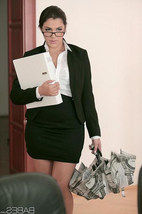 Brunette babe Valentina Nappi taking cumshot after hardcore office sex