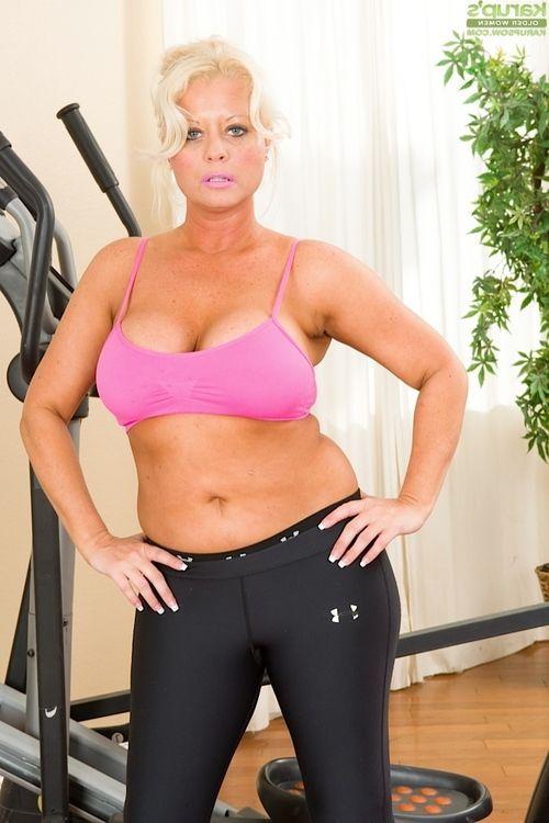 Blonde mature Roxie Doll doing morning exercises naked