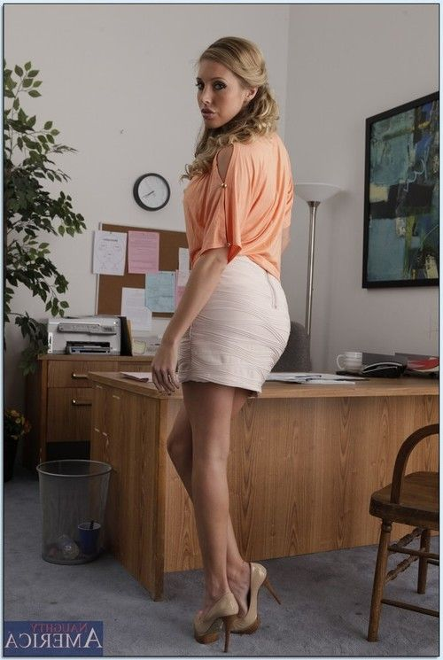 Adorable blonde babe Samantha Saint uncovering her gorgeous body