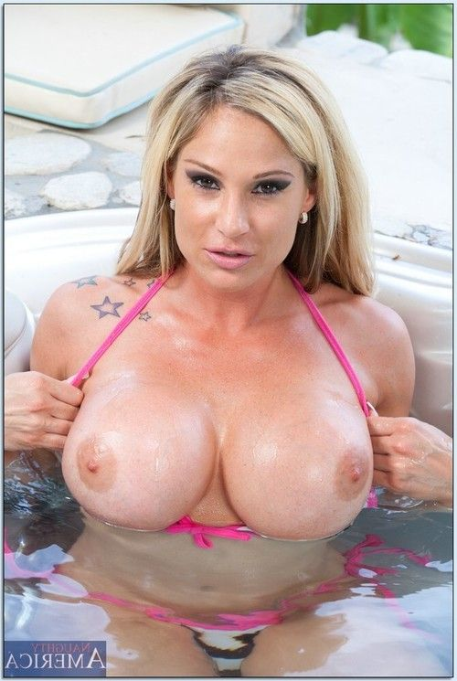 Lubricious MILF Tyler Faith flashing her comely juggs in the pool