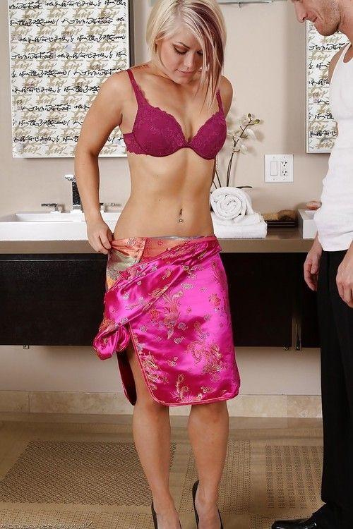 Slutty blonde masseuse pleasing her client