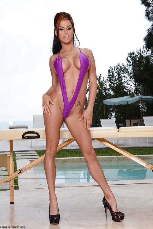Buxom babe pornstar Peta Jenson lets her swim suit fall away beside pool