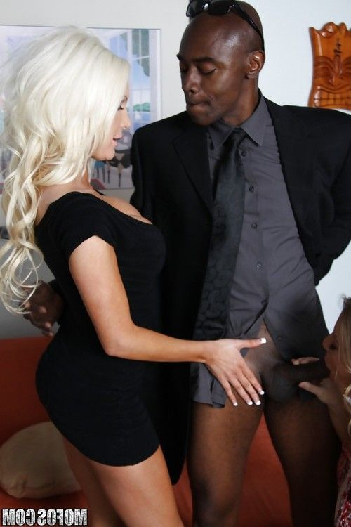 Horny MILFs Aurora Snow & Marilyn Michelle sharing a big black cock