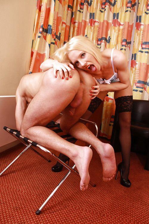European pornstar Naughty Emi fisting man