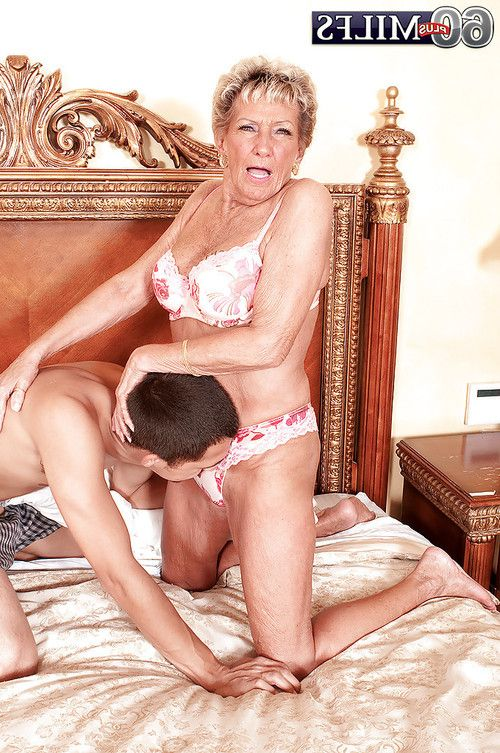 Fervent granny Sandra Ann gets her old pussy licked in exchange for a blowjob
