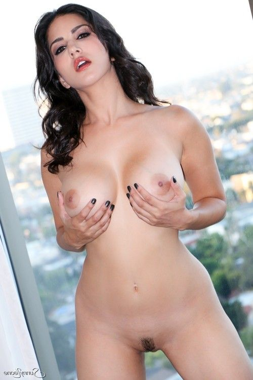Sunny leone gets nude and shows of her big tits