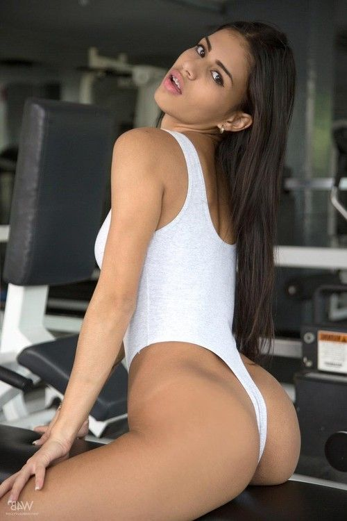 Latina with a hot body teasing in the gym